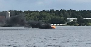 A fire is raging in the boat in Västervik marina