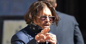 Depp's wild life: New shocks-pictures