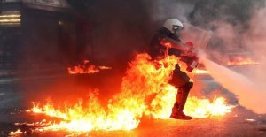In Athens demonstrates the thousands against the law against demonstrations