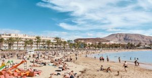 Health care assistants-helps the prison: Went to Tenerife for the elderly money