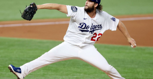 Clayton Kershaw'absolutely' considering return to Los Angeles Dodgers