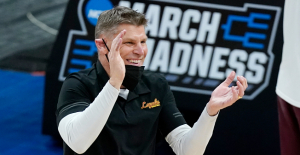 Loyola Chicago's Porter Moser hired as Oklahoma men's basketball coach