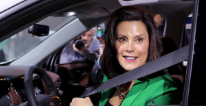 Michigan's Whitmer apologizes after Picture emerges on Social Networking