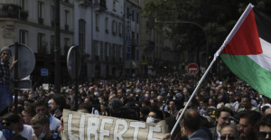 Paris police clash with antivirus pass protesters