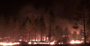 Wildfires in Oregon cause destruction of dozens of homes and expand the damage