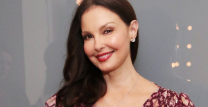 """Ashley Judd is walking again after the Congo accident that broke her leg: """"She is a new foot"""""""
