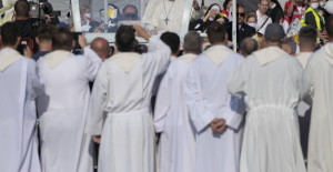 Pope calls for compassion while wrapping Slovakia pilgrimage