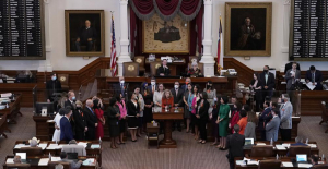Texas' 6-week abortion ban goes into effect. High court moms are also in force