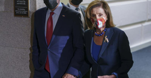 Biden, top Dems strategize; Pelosi says deal 'very possible'