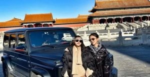 China, the outrageousness of the two rich girls: Suv in the Forbidden City